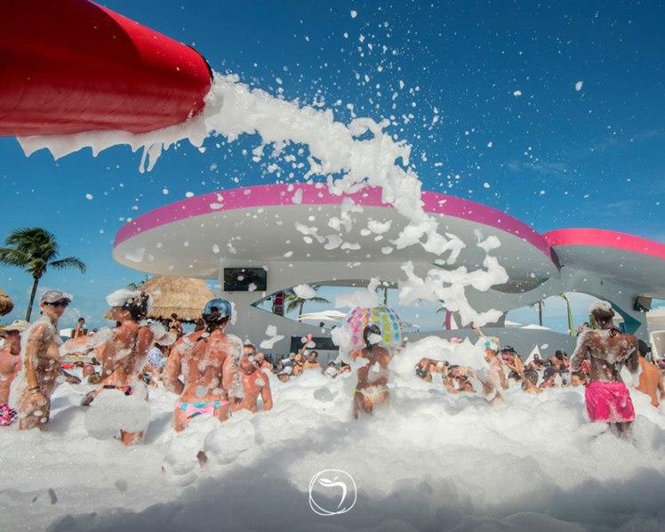 Fiesta-de-Espuma-Temptation-Cancun-Resort