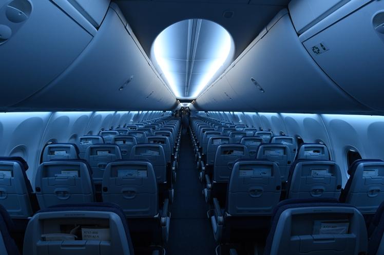 La clase Economy cuenta con 126 estilizados asientos Meridian, con puertos USB individuales y un soporte para ubicar dispositivos móviles.